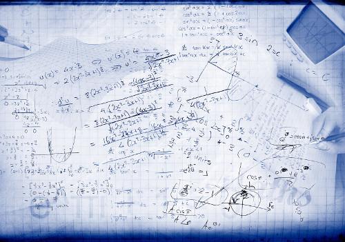 Hoja con fórmulas matemáticas escritas a mano.
